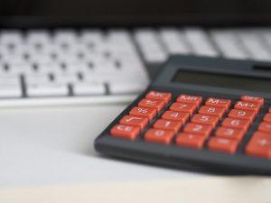 給与計算の実務に資格は必要?仕事の流れと代行のメリット・デメリットを解説